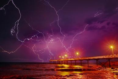 lightning over nightcliff in darwin
